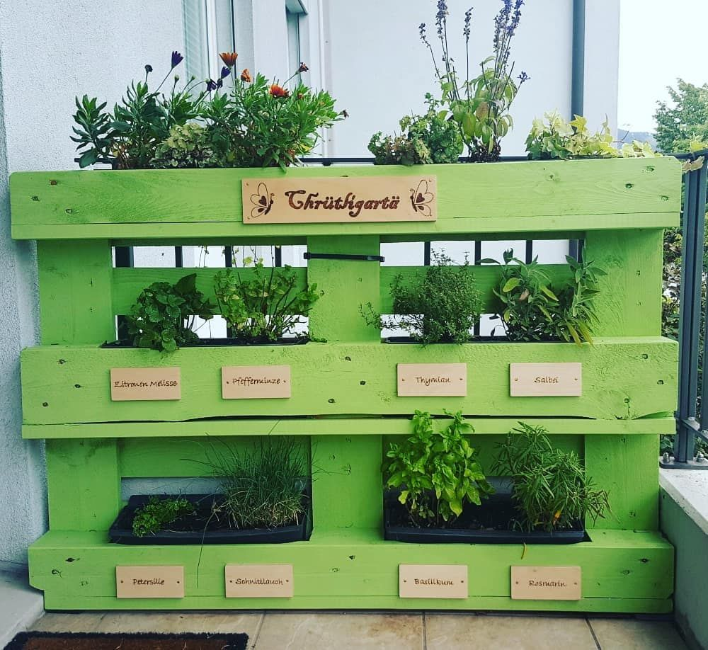 Mis Gärtli ???????? #selfmade #kräutergarten #balkon #holz #malen #bastelnmachtfreude #kräutergartenbalkon