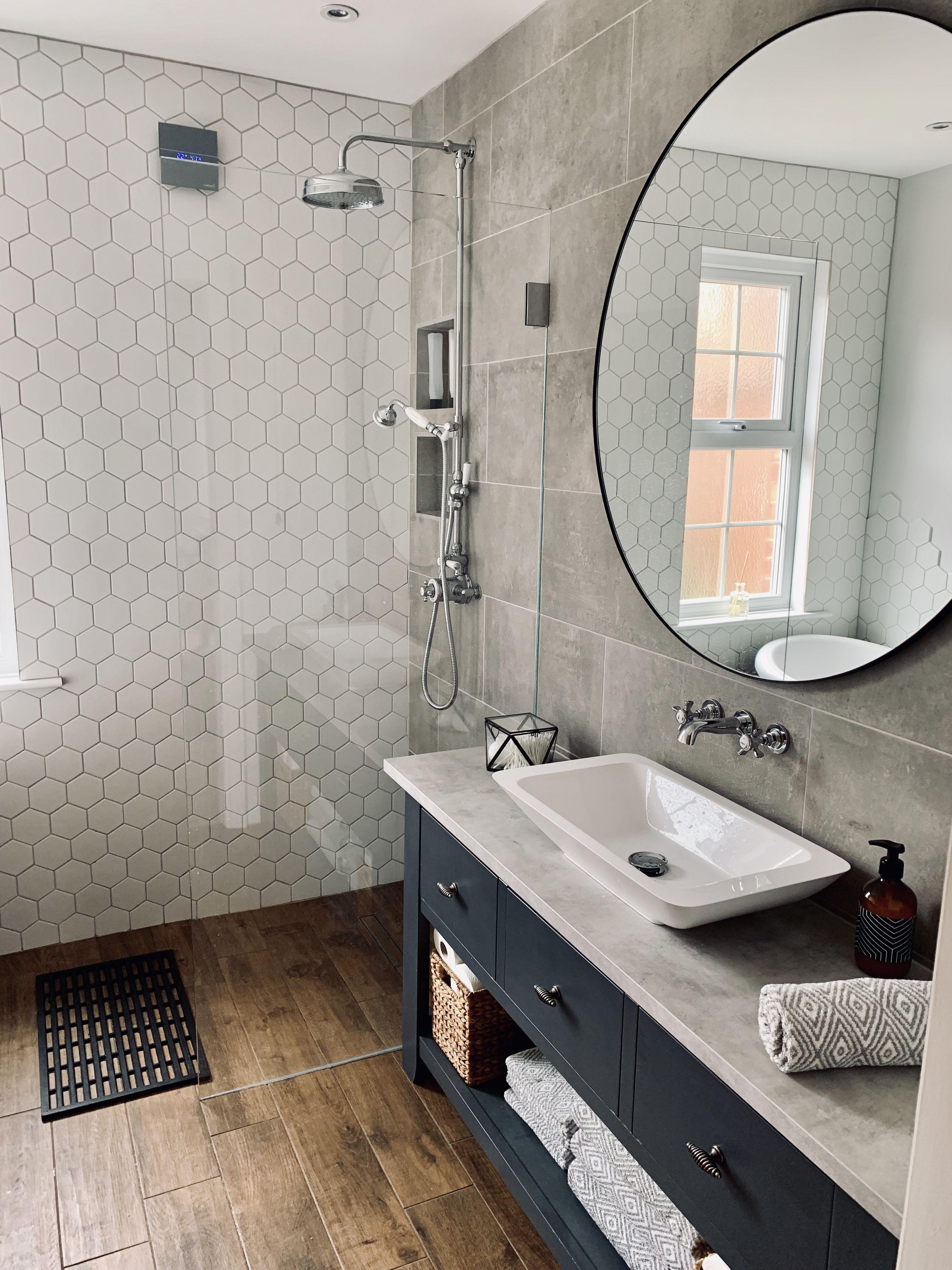 Concrete Grey Tile Wet Room Bathroom Wetrooms Wood Effect Floor Tiles And Hexagonal Tiles Wet In 2020 Badezimmer Holzboden Holzfliesen Dusche Holzfliesen Badezimmer