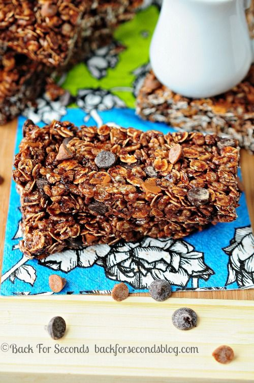 10 Minute NO BAKE Maple Chocolate Cinnamon Granola Bars   #granolabars #chocolate #cinnamon #maple