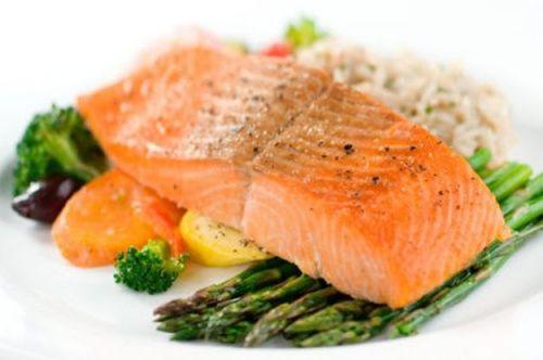 Salmão é um dos alimentos saudáveis para dieta de perda de peso