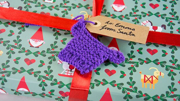 Mini Knitted Christmas Gift Tag Toppers - Free Tutorial Videos ...
