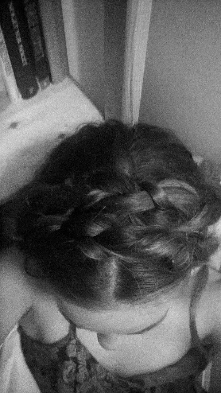 Min ynglings frisure laves helt enkelt ved to standard fletninger der hæftes over hovedet med hårnåle. #Nordic #hairstyle