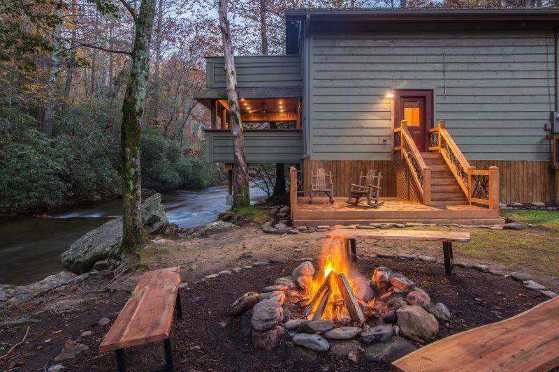 Helen Ga Cabin Rentals A River Runs Thru It Luxury Rental Home On The Chattahoochee Luxury Rentals Getaway Cabins River Cabin
