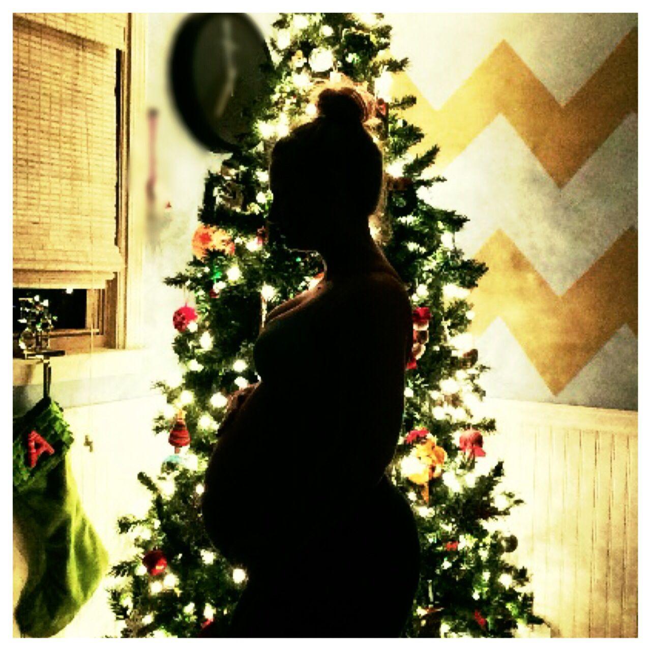 Maternity Christmas Pic Slim down with Sara 33 weeks / third pregnacy