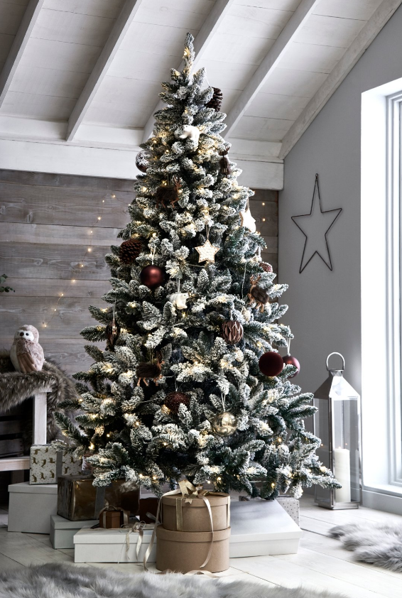 This Exquisite Christmas Decoration Range Is Perfect To Give Your Home A New Look T Christmas Tree Decorations White Christmas Trees Gold Christmas Decorations