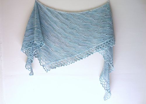 The last pattern in the six shawl collection Knitting The Beach, Surf is worked in a delicate lace pattern with a dramatic edge, perfect for showing off your self-striping, gradient, or tonal yarns. The simple, stockinette-based lace creates little waves in the fabric while the bold edging keeps the knitting interesting.