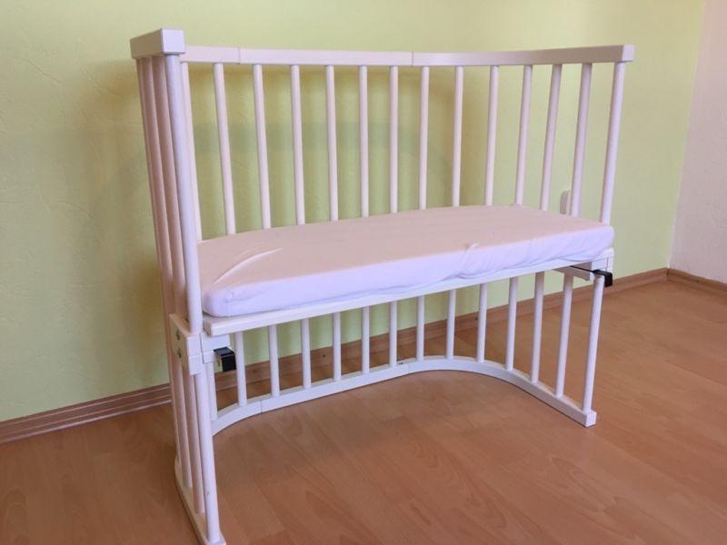 das babybay beistellbett bietet eine breite liegefl che f r dein baby ihr sp rt die vertraute. Black Bedroom Furniture Sets. Home Design Ideas