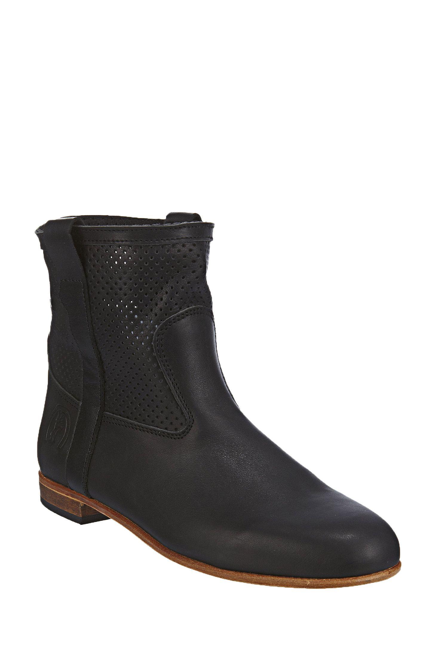 04aa1f640177b4 Boots en cuir perforé Elsa Noir La Botte Gardiane ...
