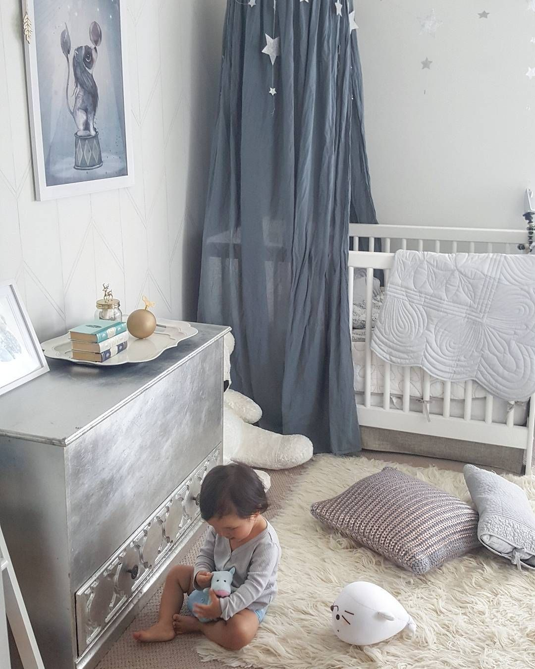 boyish room with a touch of ice blue! canopynumero74