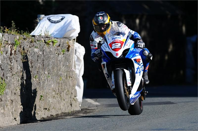 Tyco Suzuki and Guy Martin at the Southern 100