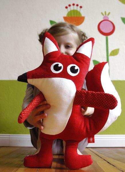 Das ist der schlaue Fuchs von Knuschels.   Für kleine und große Kinder.       Du bist einzigartig auf der Welt und die Knuschels sind es auch!   Genau