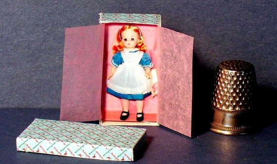 Alice In Wonderland Doll Box  -  Dollhouse Miniature  1:12  - Dollhouse Accessory - Dollhouse girl #dollhouseaccessories