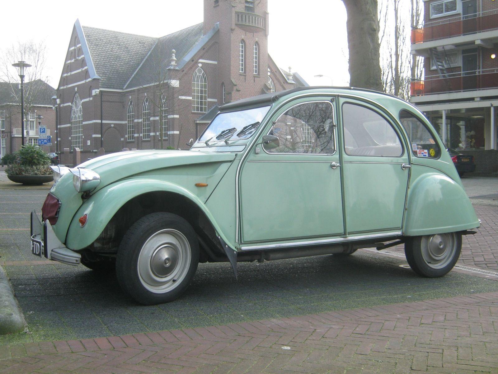 Schöne Farbe. Schönes Modell. Belle voiture.