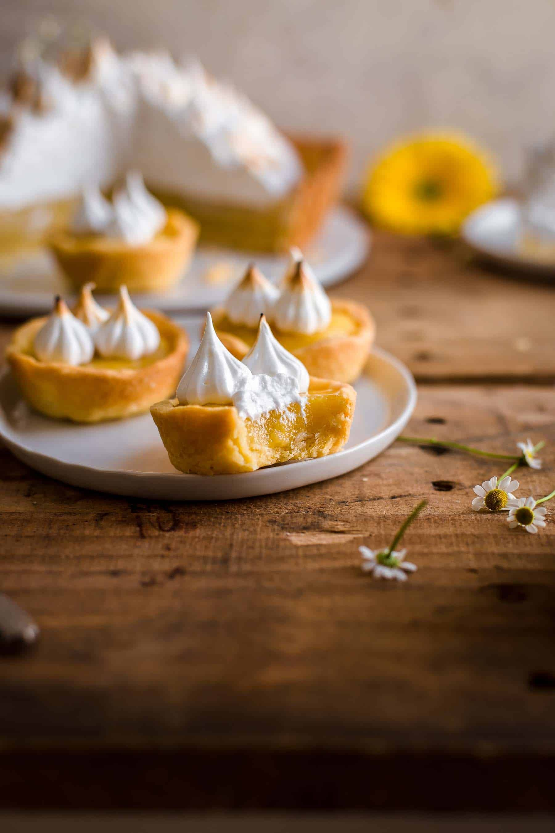 This tangy sweet Lemon Meringue Tartlets are so delicious. Learn how to make them. Lemon Meringue Tart Recipe by Also The Crumbs Please #lemon #meringue # tart #tartlets #lemontart #lemonmeringue #lemontartlets #baking #sweets #lemonmeringuecupcakes