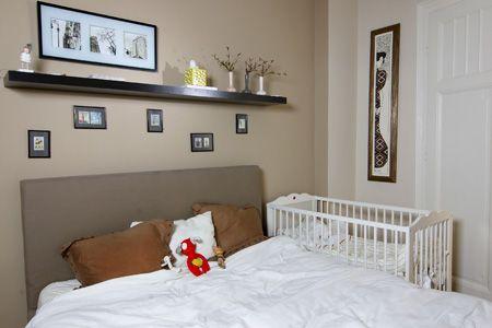 A hálószoba több funkciót lát el. A hatalmas ágy azonban a ...