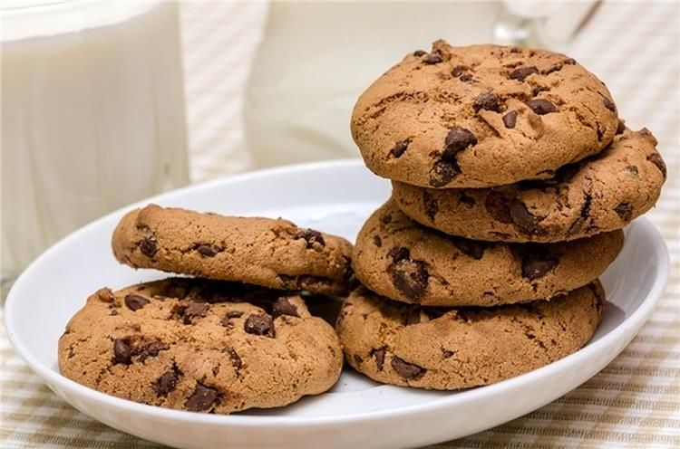 طريقة تحضير كوكيز الشوفان بالشوكولاتة Cheesecake Desserts Ginger Molasses Cookies Cookie Recipes