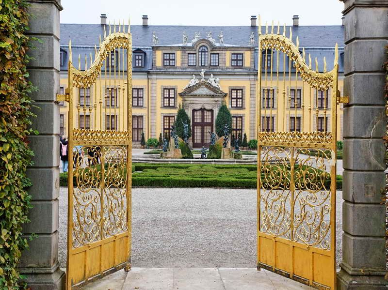 World S Most Expensive House With The Gates Mansions Expensive Houses Mega Mansions