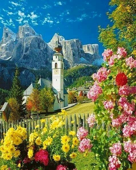 South Tyrol, also known by its alternative Italian name Alto Adige, is an autonomous province in northern Italy. It is one of the two autonomous provinces that make up the autonomous region of Trentino-Alto Adige/Südtirol, Italy. #earthroulette #tyrol #italy🇮🇹