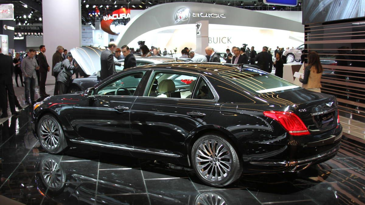 photo 2017 hyundai genesis g90 at the detroit auto show photo 6 moving art pinterest. Black Bedroom Furniture Sets. Home Design Ideas