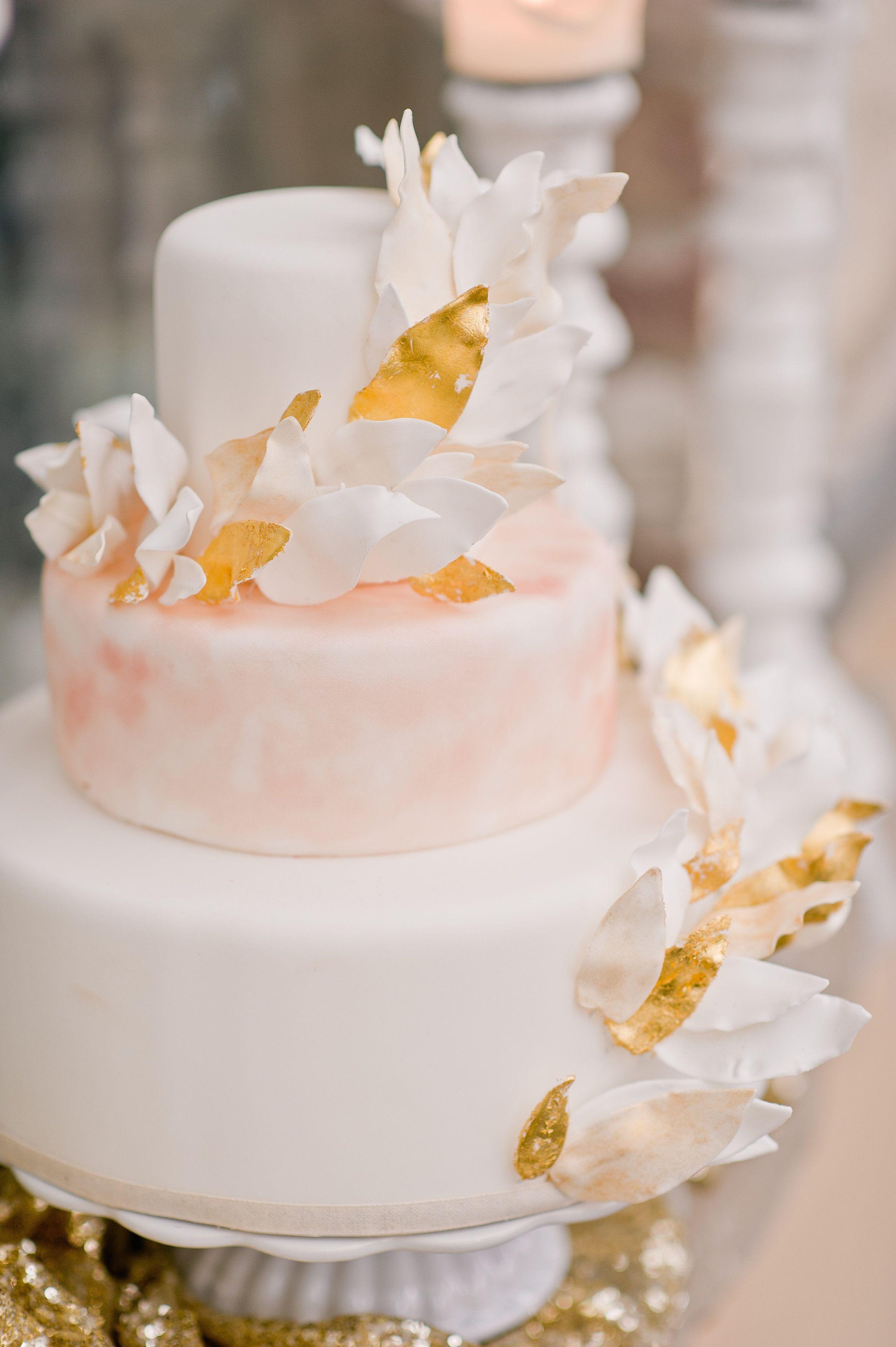 Hochzeitstorte Blattgold von suess und salzig Foto nadiameli