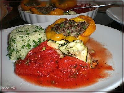 Kk = Kegala kocht: Gefüllte Paprika mit Petersilienreis