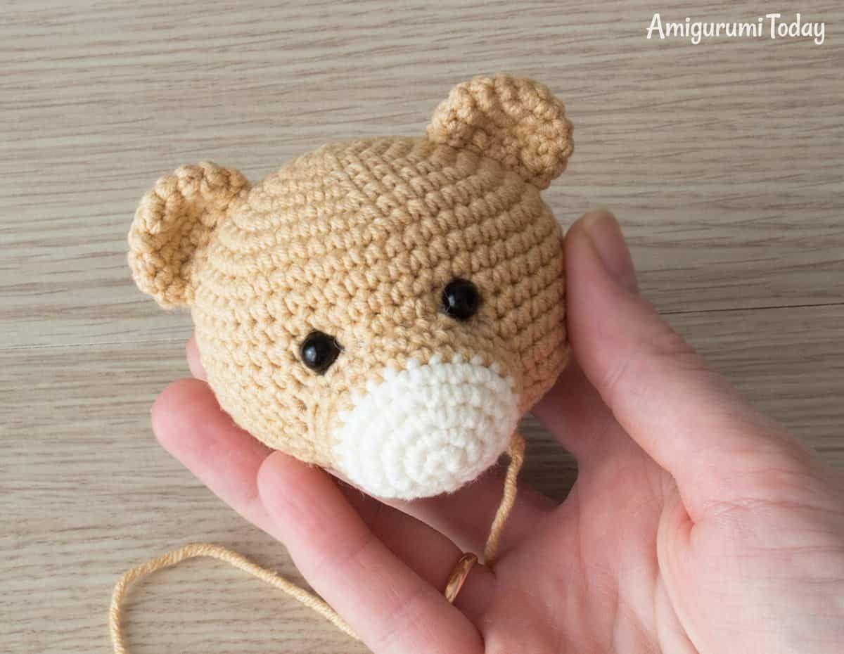 Lion baby rattle crochet pattern | Bebés leones, Patrón de ganchillo ...