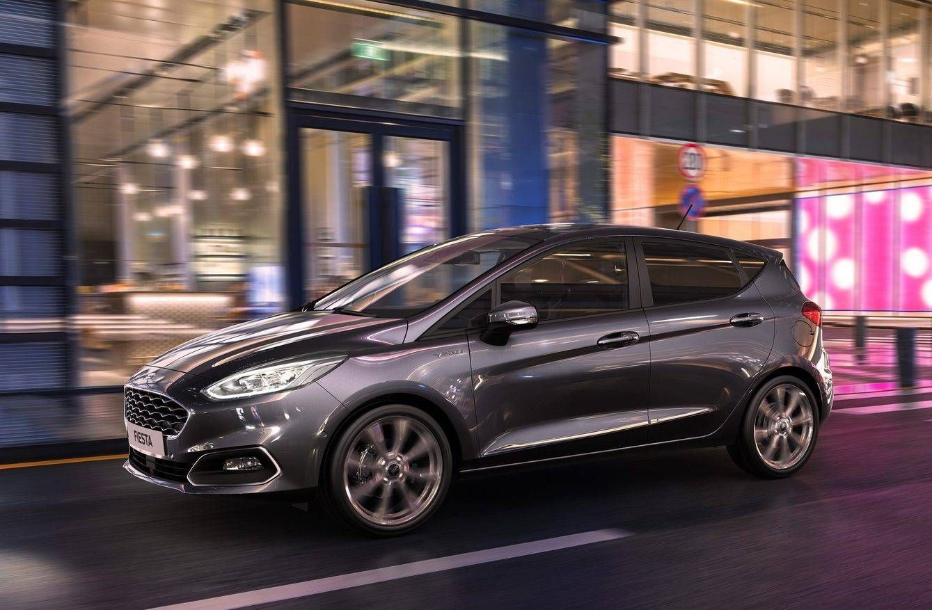 Saudade Do Ford Fiesta Ne Meu Filho Na Europa Ele Ja Sabe Ler Placas Em 2020 Ford Motor Eletrico Sinais De Transito
