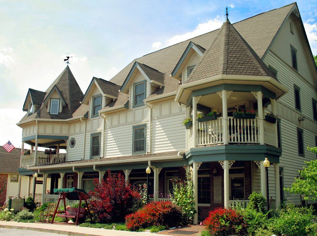 Nashville, Indiana, The Inn has 36 individually appointed