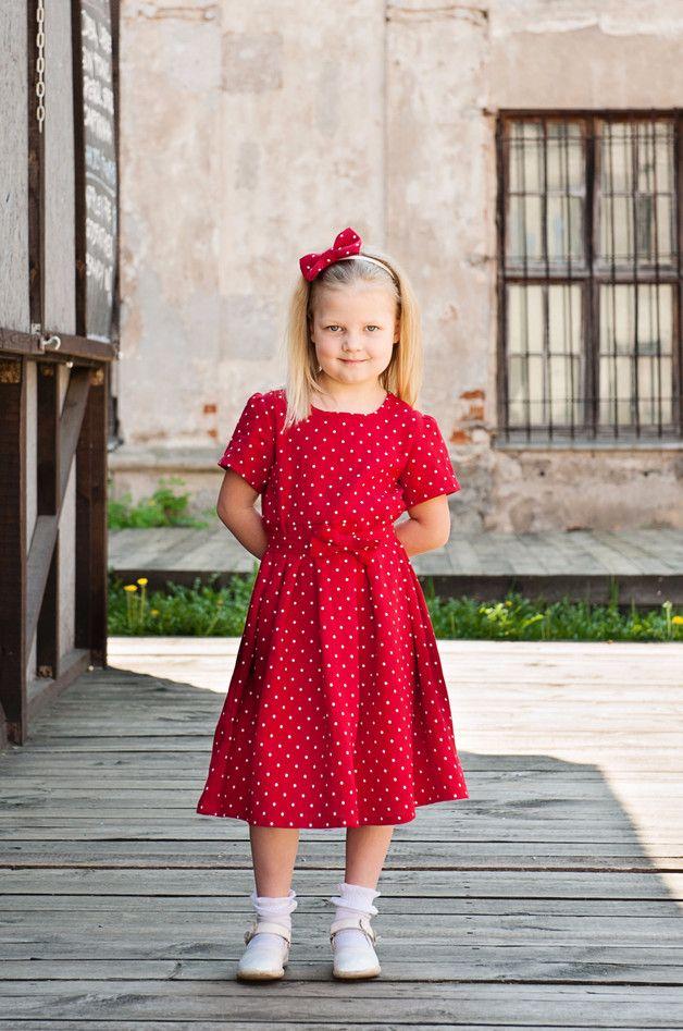 Rot Mädchen Kleid aus Leinen, getupft
