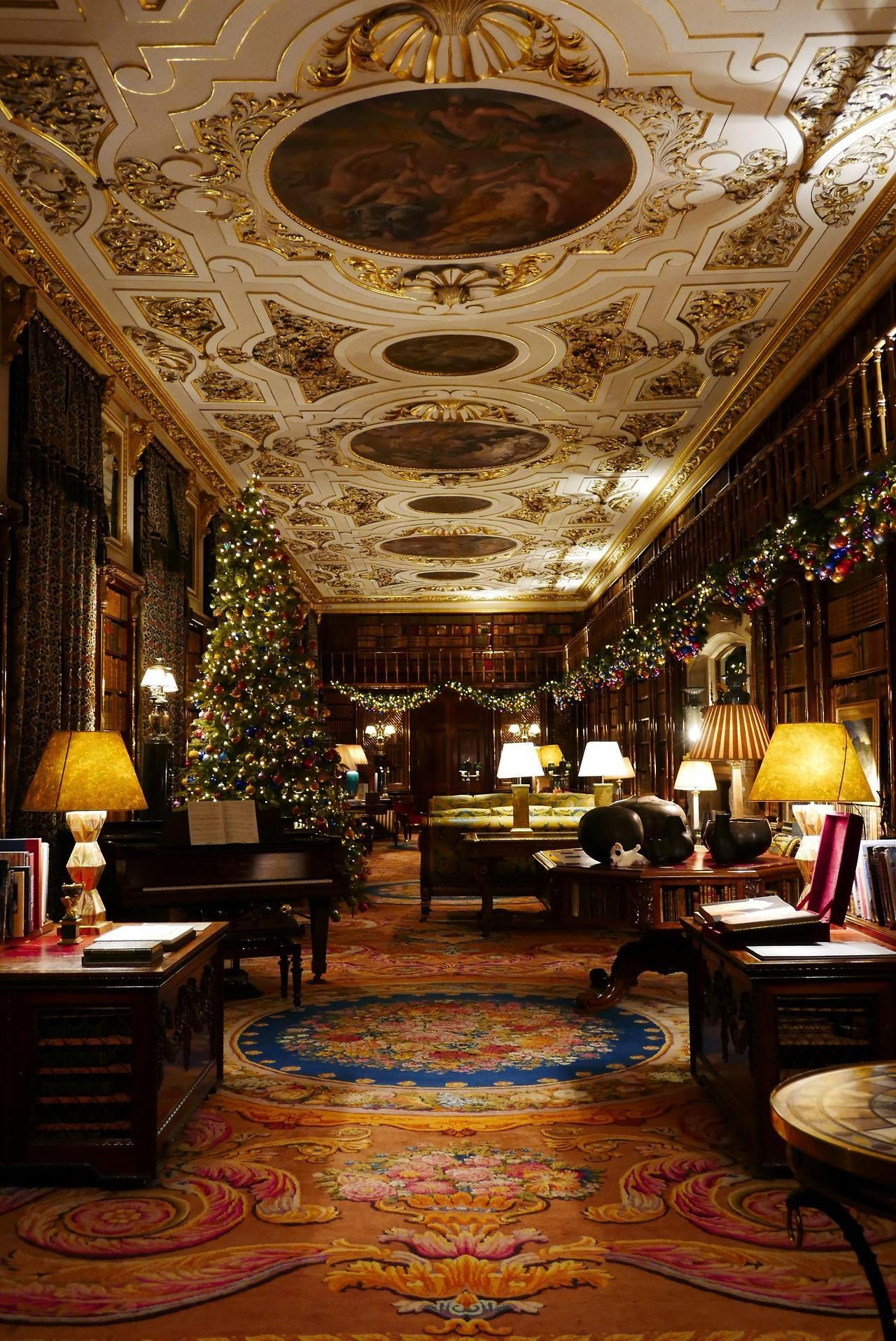 Chatsworth House Interior Layout: A Grand Room Decorated For A Victorian