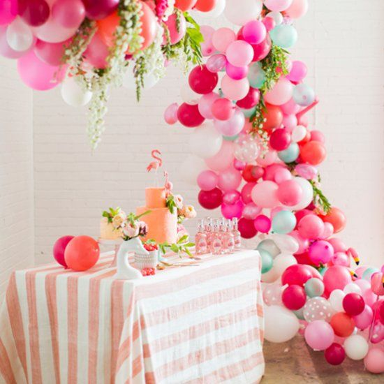 Learn to make this gorgeous non traditional balloon arch for Decoracion fiesta flower power