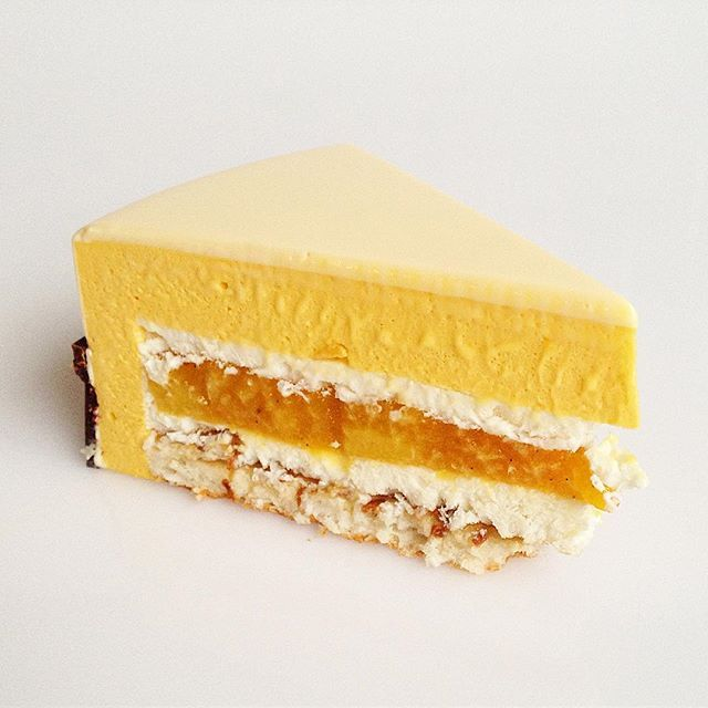 "WEBSTA @ pollykosheleva - ""Exotic"" coconut biscuit, coconut crumble, coconut mousse, mango compote, mango-passion fruit mousse/ разрез торта ""Экзотик"", который на предыдущем фото ещё целый"
