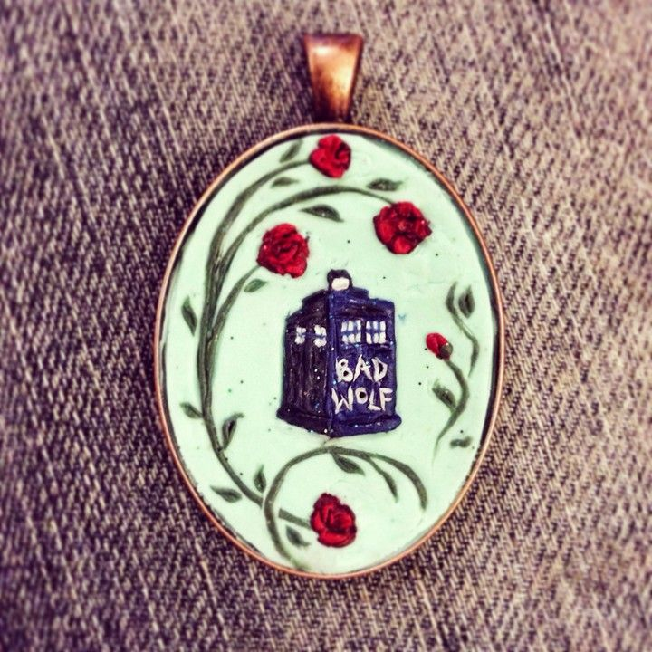 Bad Wolf This TARDIS is set against a glowing background, accented by what else but roses!