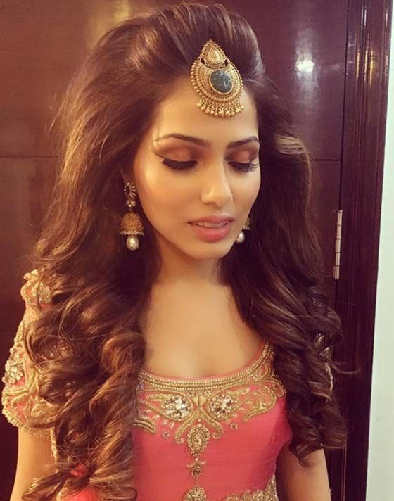 The Pouf Is Too High But I Love The Curls A Much Smaller Pouf Would Be So Pretty Pinteres Medium Length Hair Styles Indian Hairstyles Indian Bride Hairstyle