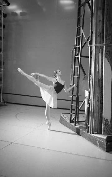 Roberta Marquez Photograph : Paul Smith courtesy of the Royal Opera House