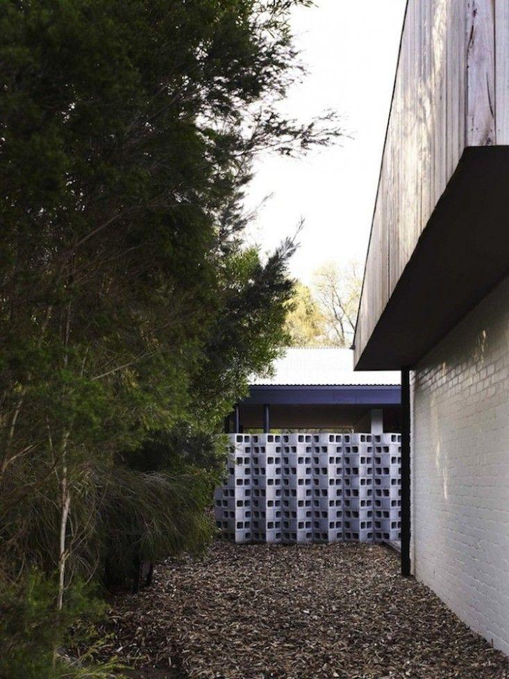 10 Genius Garden Hacks With Concrete Gardenista Concrete Blocks Kennedy Nolan Concrete Block Walls