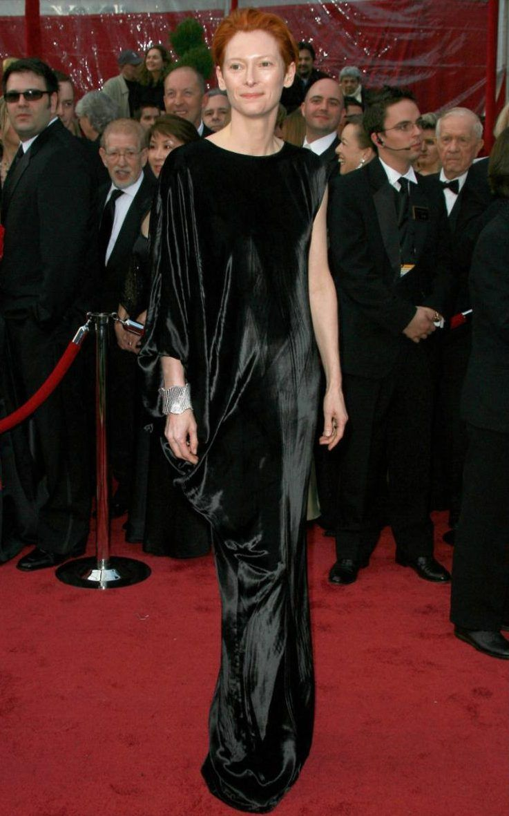 Ever the androgyne, Tilda Swinton showcased her art-school-worthy style by looking stauesque in this swathe of black velvet by Alber Elbaz for Lanvin in 2008
