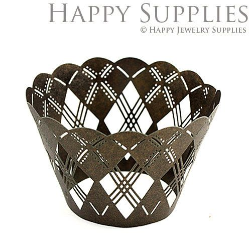 24pcs (CW017) Laser Cut Cupcake Wrappers / Cake Deco / Party Decoration / Packaging - 18 Colors Available by HappyJewelrySupplies on Etsy https://www.etsy.com/listing/159031210/24pcs-cw017-laser-cut-cupcake-wrappers