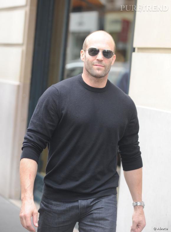 Jason Statham n'a pas de cheveux. Est ce que ça a l'air de le déranger ? Non !