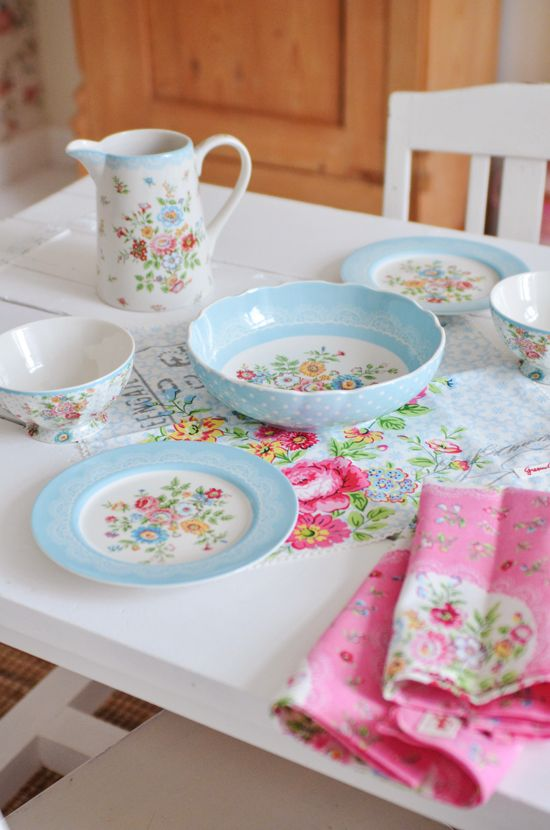GreenGate Stoneware Wendy (It's so annoying that there is no US site for these kinds of dishes...what's the deal with that?)