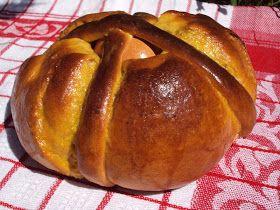 O folar é tradicionalmente o pão da Páscoa em Portugal ,confeccionadocom uma base de leite/água ,  ovos e ...