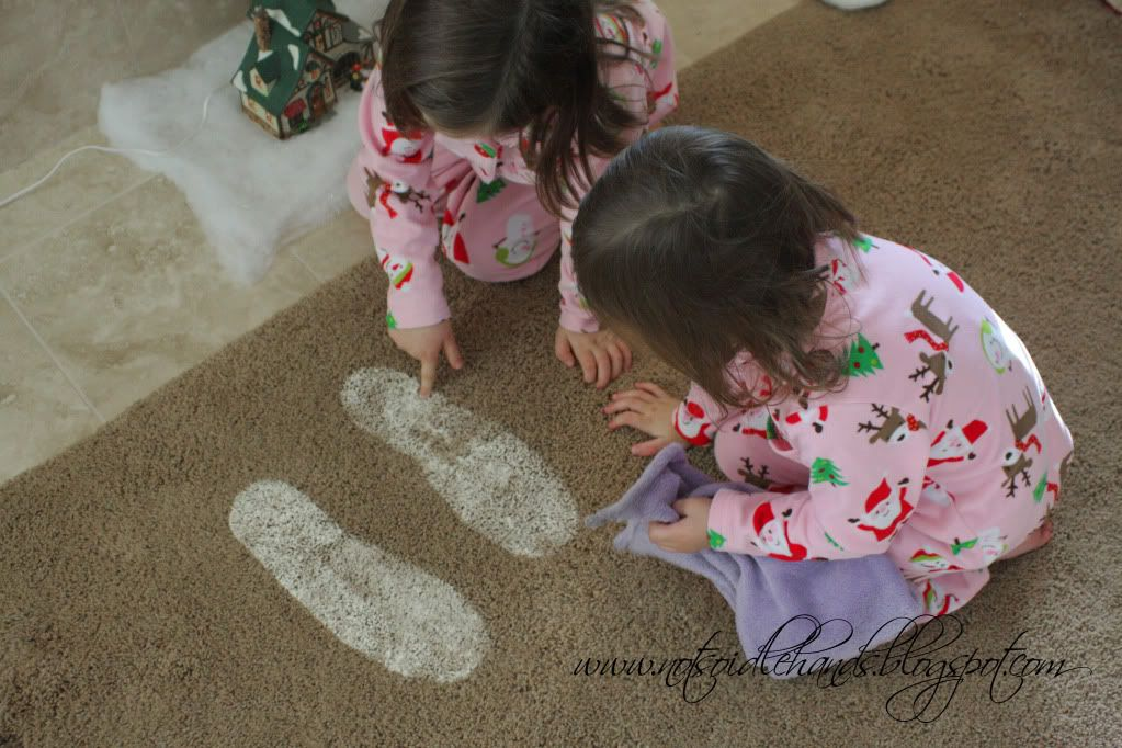 Santa Footprints = Baking soda and Glitter ... What a way to keep the magic alive!  I hope I remember this someday
