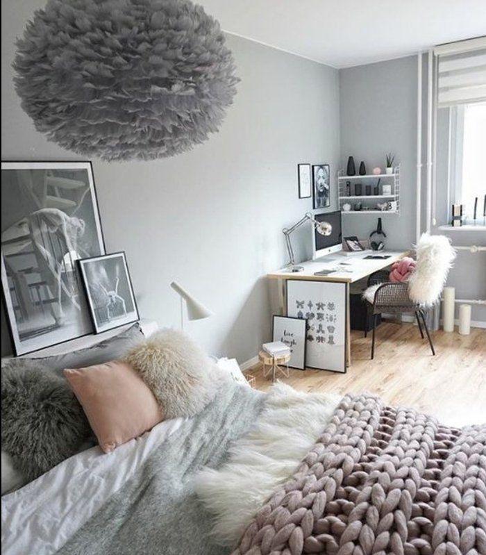 couleur-peinture-mur-gris-linge-de-lit-gris-et-blanc-coussin-et-plaid-rose-idée-de-peinture-chambre-adulte-coin-travail-suspension-décorative-grise