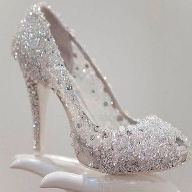 Beautiful Wedding Shoe It S Like A Cinderella Slipper What Kind Of Wedding Shoes Do You Like Platforms Sandals Me Too Shoes Wedding Shoes Cinderella Shoes