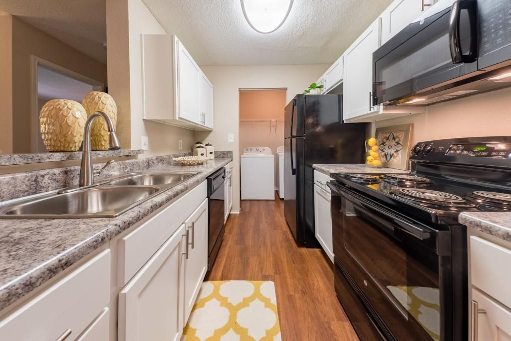 The 1800 At Barrett Lakes Apartments In Kennesaw Ga 30144 1 3 Bed 1 2 Bath Rentals 14 Photos Trulia Stylish Flooring Apartment Kitchen Stove