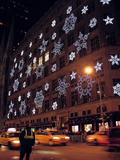 Snowflakes on Saks Fifth Ave - NYC --laser light show every 6min