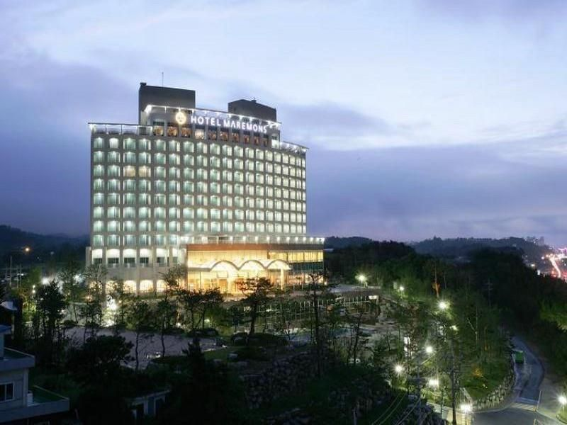 Sokcho-si Maremons Hotel South Korea, Asia Set in a prime location of Sokcho-si, Maremons Hotel puts everything the city has to offer just outside your doorstep. The hotel offers a wide range of amenities and perks to ensure you have a great time. To be found at the hotel are free Wi-Fi in all rooms, facilities for disabled guests, express check-in/check-out, luggage storage, Wi-Fi in public areas. Some of the well-appointed guestrooms feature whirlpool bathtub, air conditioni...