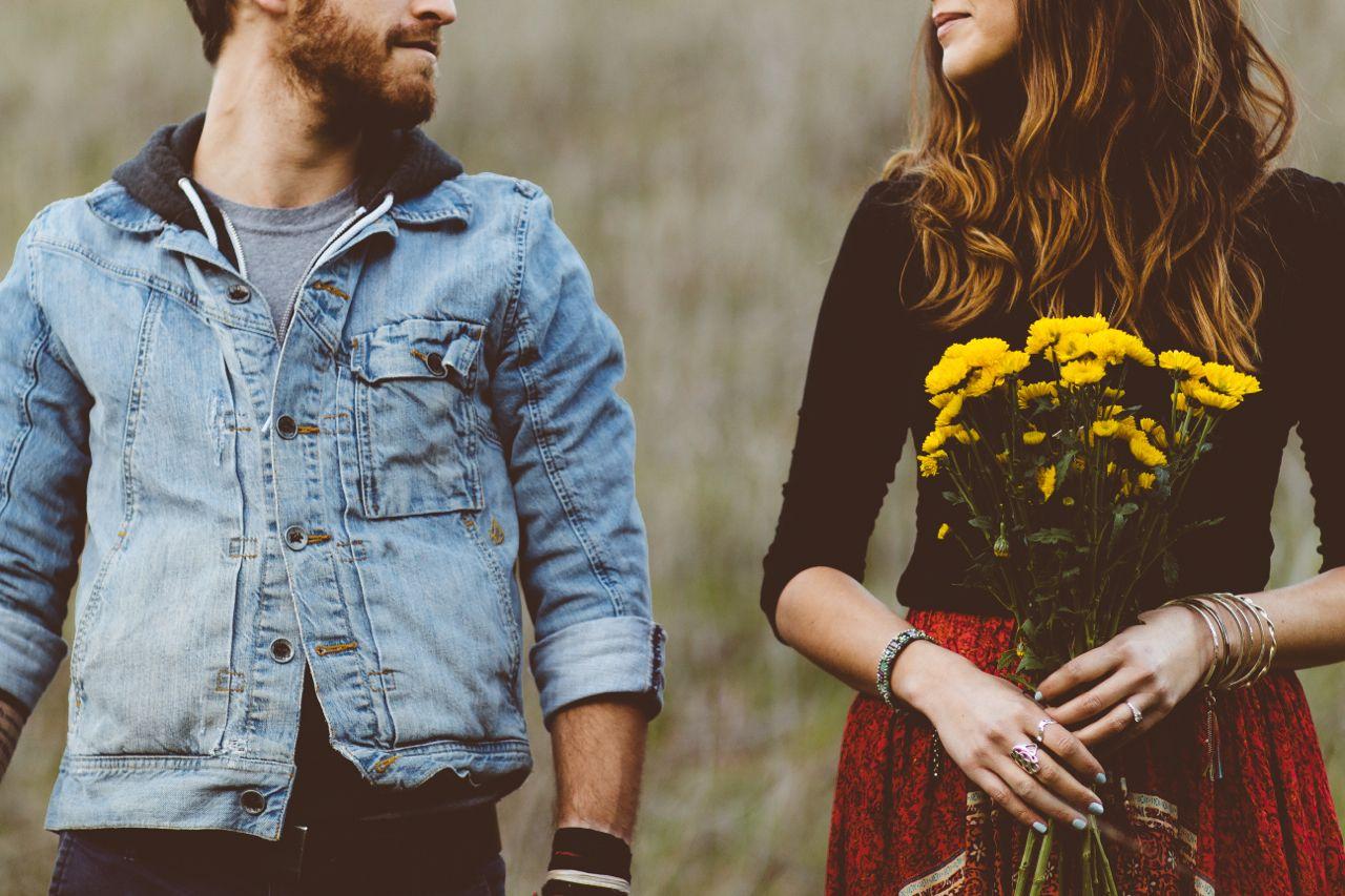 Приколы про любовь в картинках бородатый парень и брюнетка