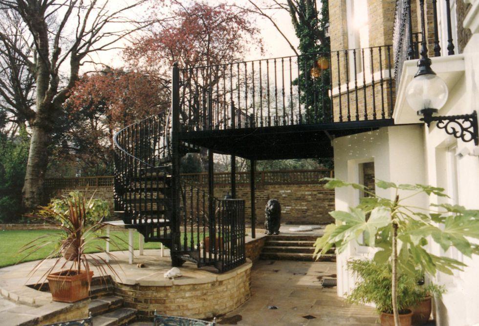 Best Cast Iron Garden Stair And Balcony Area Garden Stairs 400 x 300
