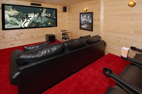 Smoky's Summit features an awesome private movie theater! Can you imagine watching the big game on THIS screen?